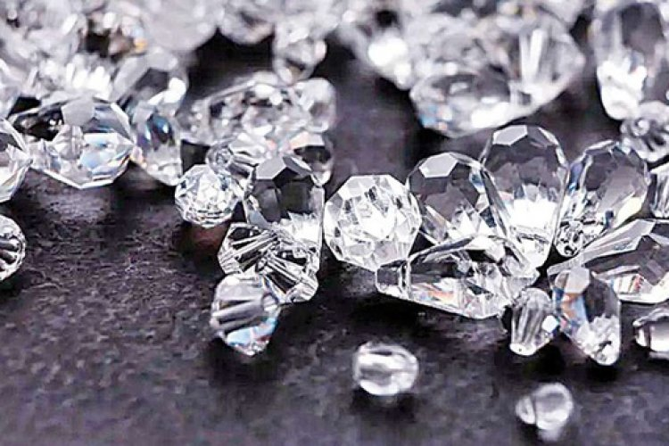 Diamonds were first mined in India. Initially, diamonds were only located in the alluvial deposits in Guntur and Krishna District of the Krishna River Delta.