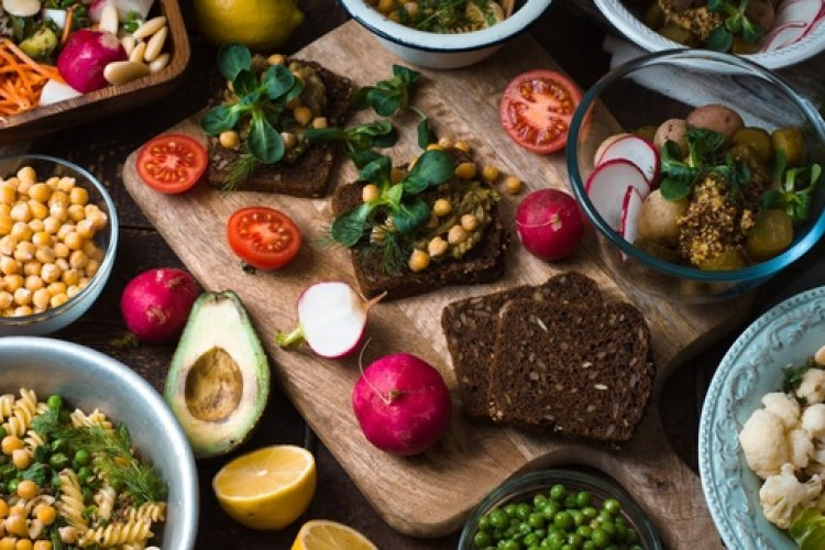 The highest number of vegetarians in the world. Be it because of religious purposes or individual choices or both, approximately 20-40% of Indians are vegetarians, making it the biggest vegetarian-friendly nation in the world.
