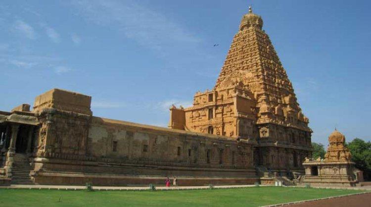 बृहदेश्वर मंदिर: 1000 साल पुराना मदिर (Brihadeeswarar Temple)